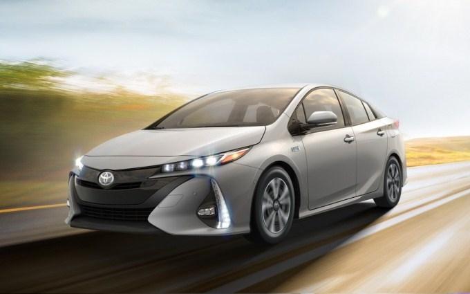 Toyota удивила новым Prius, который заряжается от розетки: опубликовано фото