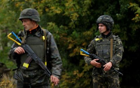 """Яценюк: """"Учасники АТО повинні стати основою нової контрактної армії України"""""""