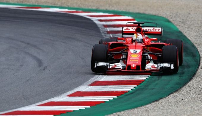 Пилот «Мерседеса» Льюис Хэмилтон одержал победу  Гран-при Англии  «Формулы-1»