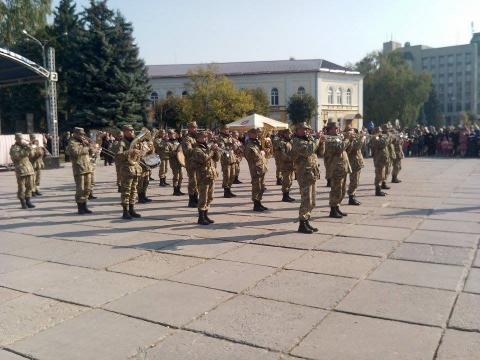 День захисника України в Житомирі відзначили урочистою ходою почесної варти (8 фото) (1)
