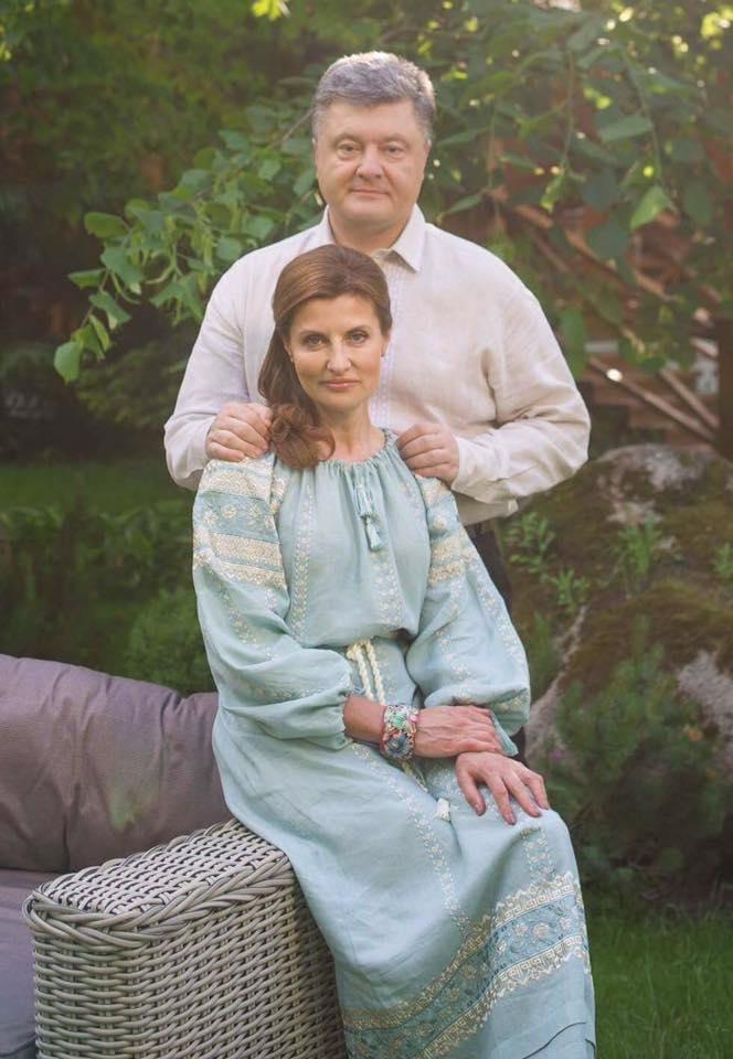 Фото Порошенка з дружиною стало хітом соцмереж (1)