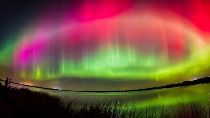 Північне сяйво на Землі зняли з космосу: яскраве відео