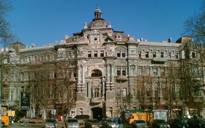 Заради мистецтва: оголений чоловік станцював для захисту пам'ятки архітектури в Одесі