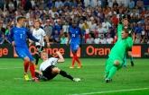 Франция в скандальной битве с Германией вышла в финал Евро-2016: опубликовано видео