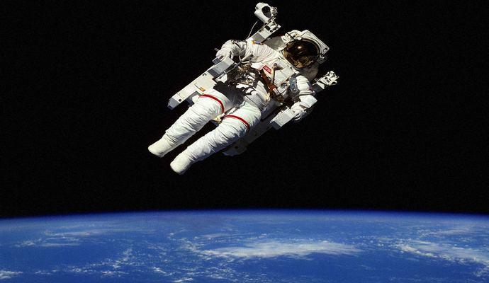 NASA прервало выход в открытый космос британского астронавта