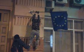 РосСМИ порадовало видео со срывом флагов ЕС в Киеве