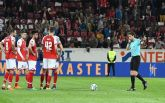 Судья вернул футболистов из раздевалок и заставил бить пенальти: опубликовано видео