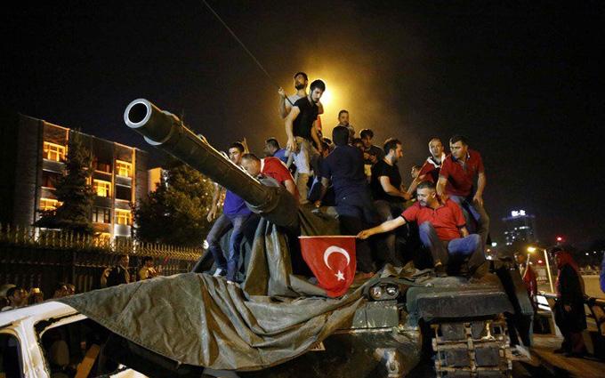 Провальний переворот в Туреччині: стало відомо про безпрецедентні заходи в Стамбулі