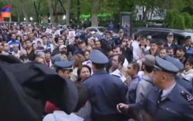 Протест проти візиту Лаврова до Вірменії вилився в безлади: з'явилося відео