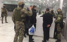 Гучні обшуки в Україні: ЗМІ показали фото цікавої знахідки