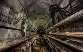 В Киеве правоохранители задержали иностранца, который гулял по тоннелю метро