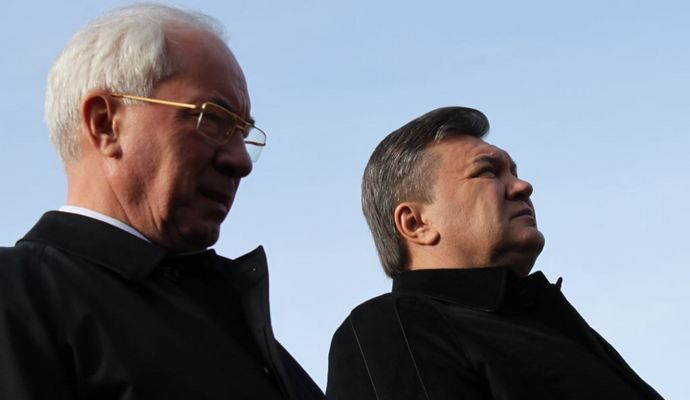 Печерский суд арестовал пенсии Януковича и Азарова