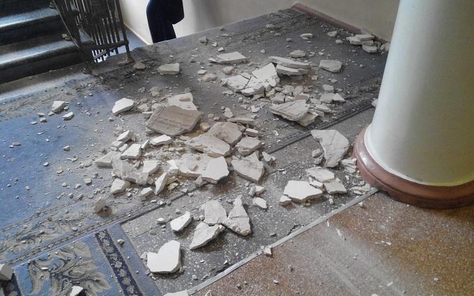 """В запорожском горсовете потолок """"не выдержал"""": опубликованы фото"""