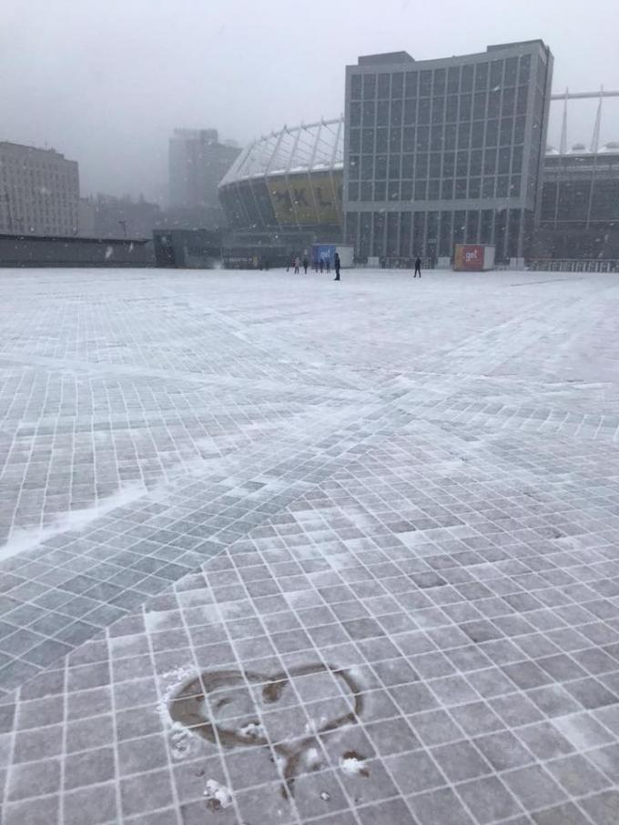 Киев накрыл мощный снегопад, на дорогах коллапс: первые яркие фото и видео (7)