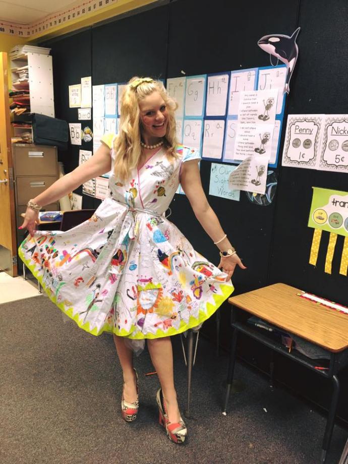 Учительница разрешила детям раскрасить ее платье и взорвала соцсети: опубликованы фото (1)