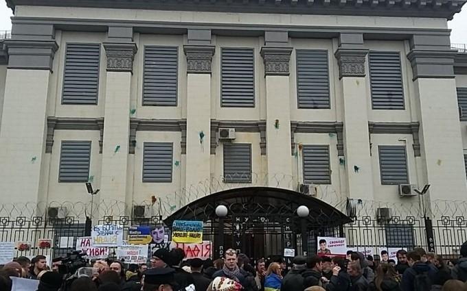 МВД призвал украинцев не трогать посольство России