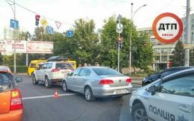 Авто посольства России в Киеве протаранило внедорожник: появились фото