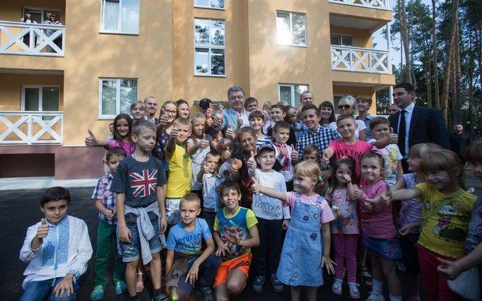 А мене Петро звуть: Порошенко показав веселе відео з дітьми військових