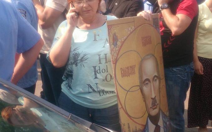 """На хресній ході стався конфлікт через """"ікону"""" Путіна: з'явилися фото"""