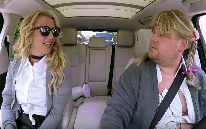Американська поп-зірка запалила в автокараоке: опубліковано відео