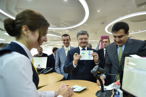 Робоча поїздка президента почалася з відкриття Центру обслуговування громадян Одеської міської ради (8 фото)