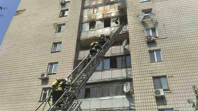 В жилом доме Киева произошел пожар, есть погибшие: появились фото (1)