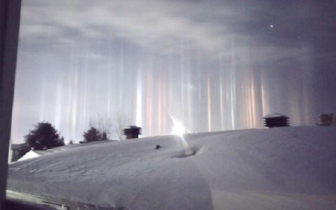 У Канаді зловили на камеру дивовижне атмосферне явище: з'явилися яскраві фото