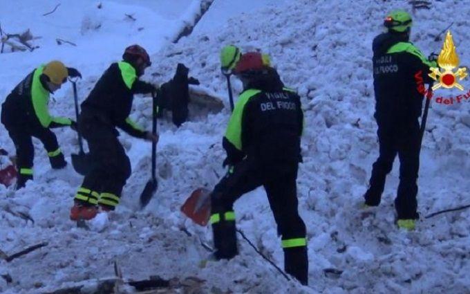 Число погибших схода лавины наотель вИталии выросло до 21 человека