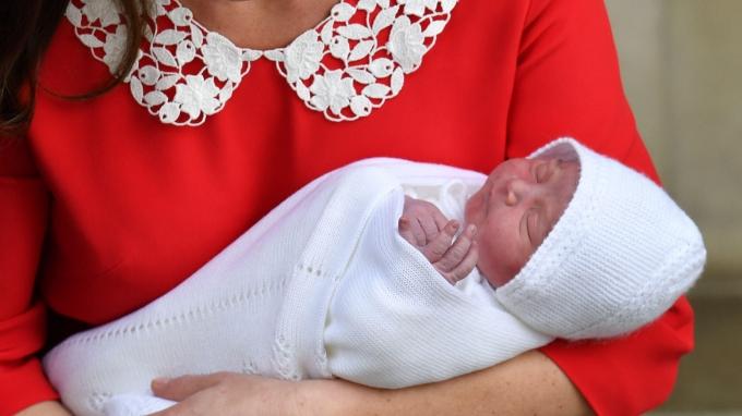 Кейт Миддлтон впервые показала новорожденного сына: появились трогательные фото и видео (1)