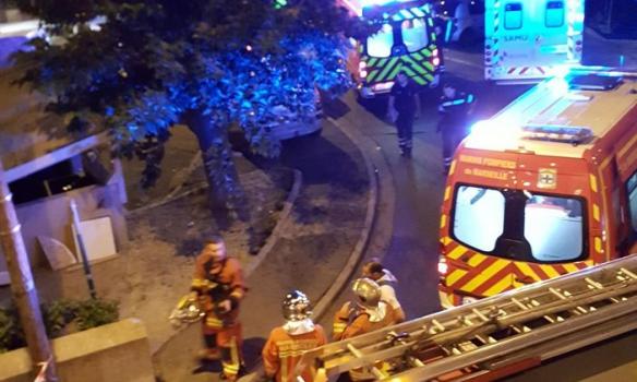 У Марселі з автомату Калашникова розстріляли людей: фото з місця трагедії (1)