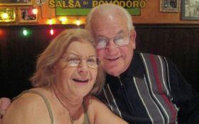 Супруги, прожившие вместе 69 лет, умерли в один день, держась за руки