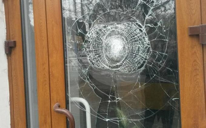 В Мариуполе напали на Сбербанк России: опубликованы фото