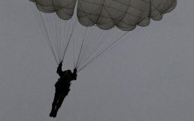 Парашютист ВМС США разбился на глазах тысяч людей: появилось видео