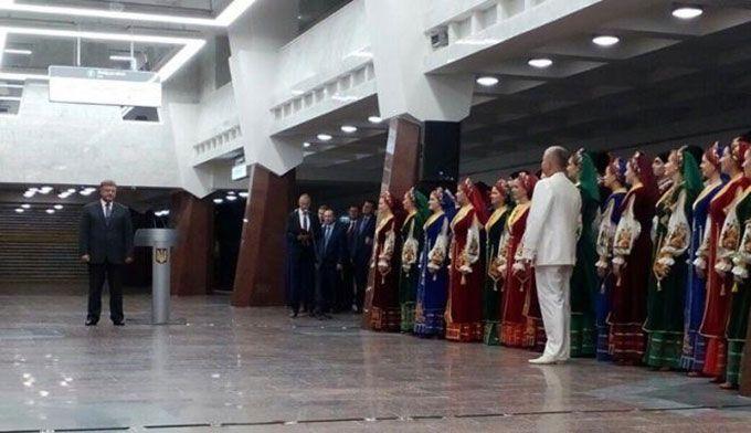 Порошенко в Харкові відкрив символічну станцію метро: в соцмережах вже жартують