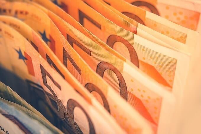 Курс валют на сьогодні 18 лютого: долар подорожчав, евро дорожчає