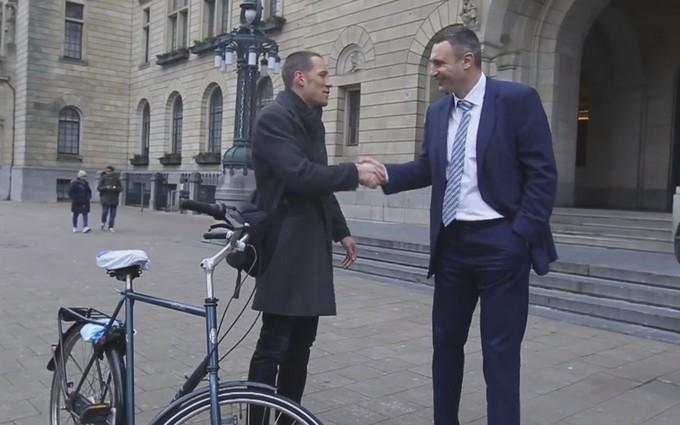 Кличко пообщался с голландцем о референдуме: опубликовано видео