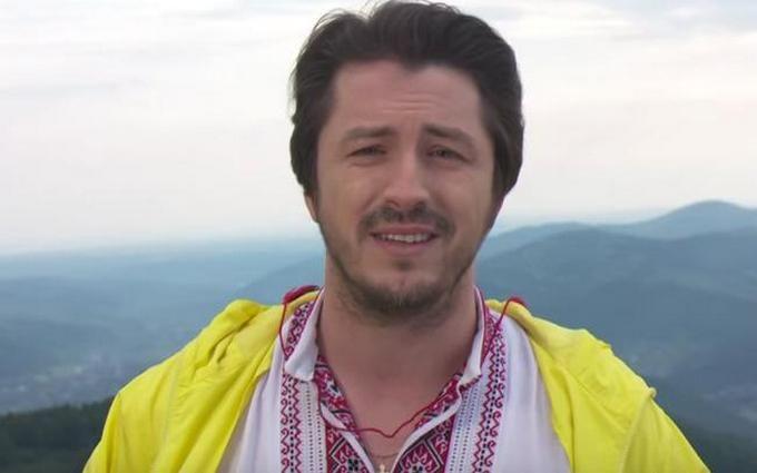 Відомий телеведучий зворушив українців привітанням із Днем Незалежності: опубліковано відео