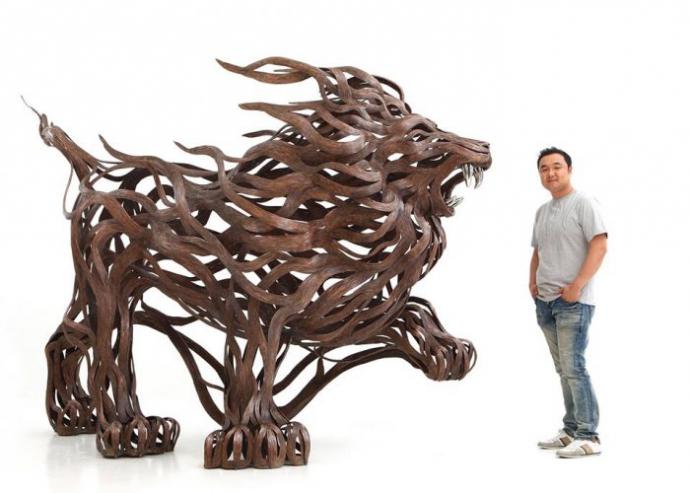 Энергия металлических скульптур (8 фото)