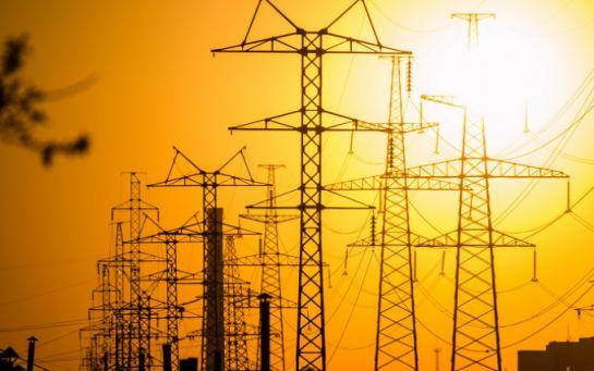 У Ахметова добились хитрой формулы, электричество в Украине на 30% дороже, чем могло быть - эксперт