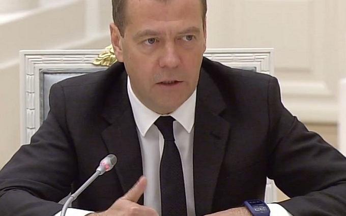 Новий гаджет прем'єра Росії підірвав соцмережі: опубліковані фото