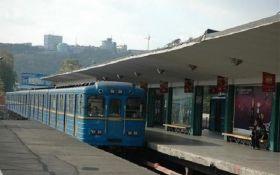 В киевском метро погиб парень, который пытался прокатиться на вагоне