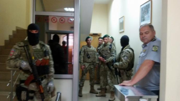 У будівлю Держприкордонслужби в Києві увірвався спецназ: опубліковано фото (1)