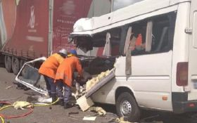 Моторошна ДТП в Житомирській області  - десятки загиблих і травмованих