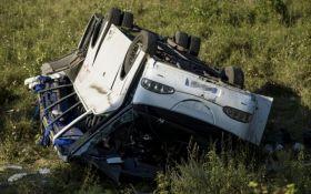 В Венгрии перевернулся автобус с украинцами: в ДТП пострадали 14 человек