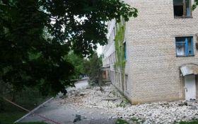 Обстрел боевиками Красногоровки: полиция показала новые фото последствий
