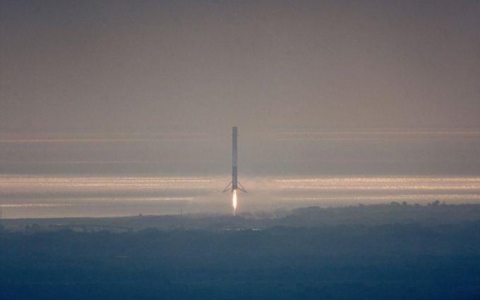 Space X успешно запустила ракету Falcon 9: впечатляющие фото и видео