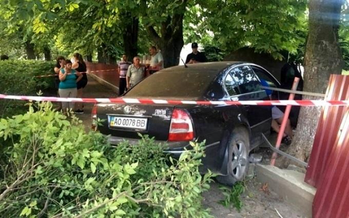 В Ужгороді п'яний на авто влетів у дитячий садок: з'явилися фото і відео