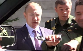 У мережі з'явилося відео курйозу з Путіним і російським авто