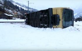 Через ураган Елеонор в Швейцарії зірвало потяг з рейок, відео