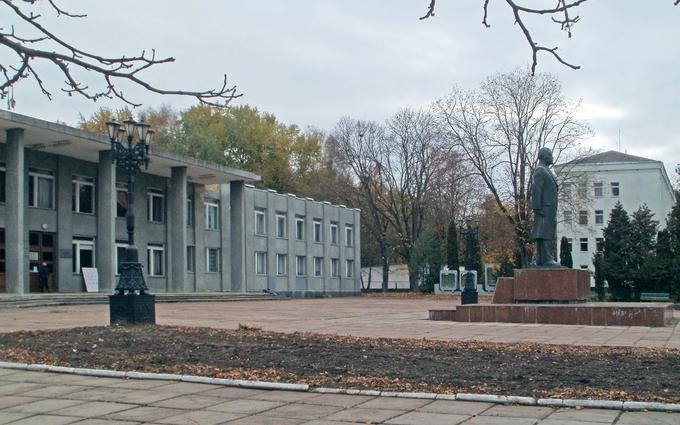В Черниговской области на декоммунизации решили заработать